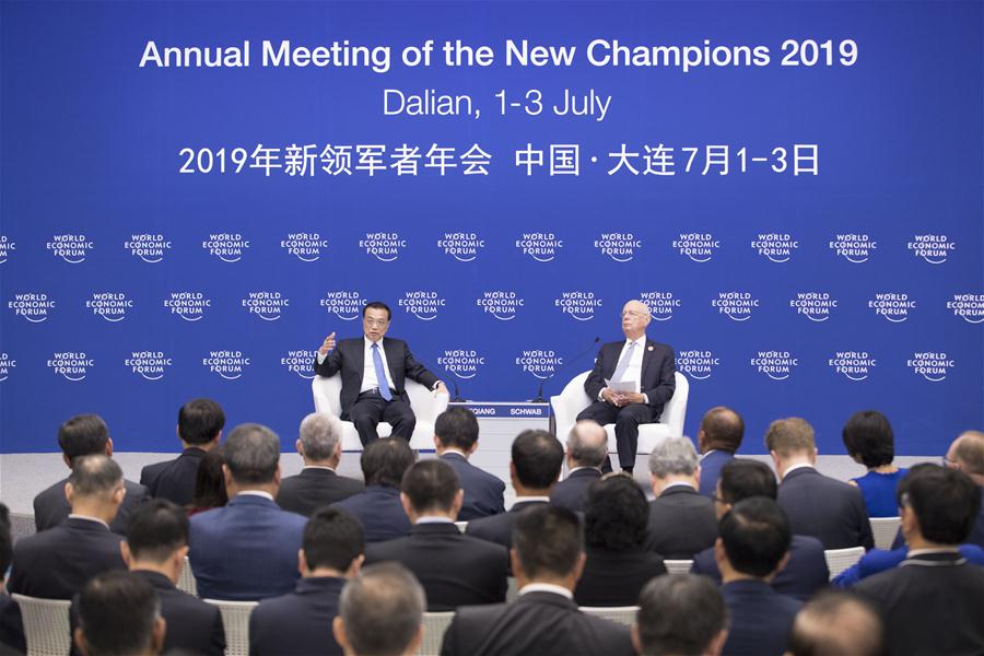 Chinese Premier Li Keqiang (L) holds a dialogue with representatives from communities such as industry and commerce, finance, think tanks and media outlets attending the Annual Meeting of the New Champions 2019, also known as the Summer Davos Forum, in Dalian, northeast China's Liaoning Province, July 2, 2019. (Xinhua/Wang Ye)