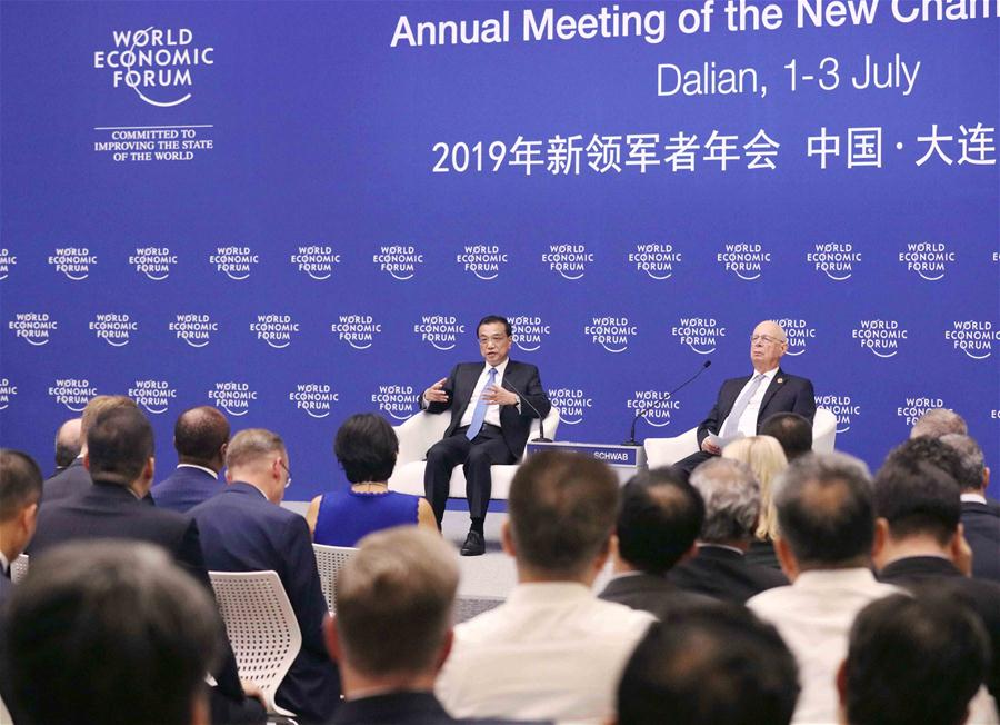 Chinese Premier Li Keqiang (L) holds a dialogue with representatives from communities such as industry and commerce, finance, think tanks and media outlets attending the Annual Meeting of the New Champions 2019, also known as the Summer Davos Forum, in Dalian, northeast China's Liaoning Province, July 2, 2019. (Xinhua/Liu Weibing)<br/>