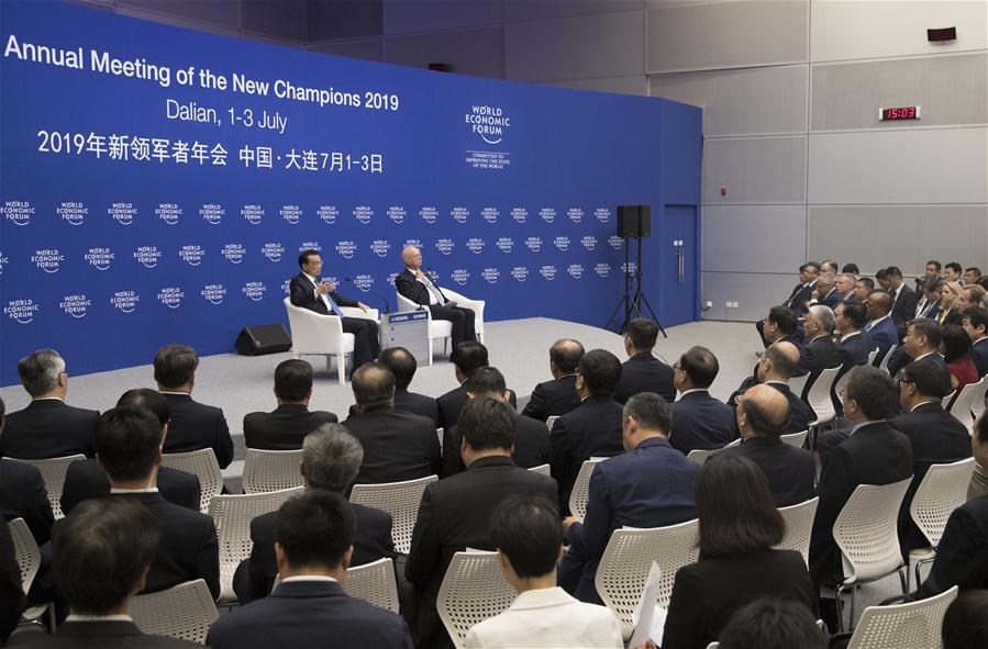 Chinese Premier Li Keqiang holds a dialogue with representatives from communities such as industry and commerce, finance, think tanks and media outlets attending the Annual Meeting of the New Champions 2019, also known as the Summer Davos Forum, in Dalian, northeast China's Liaoning Province, July 2, 2019. (Xinhua/Wang Ye)<br/>
