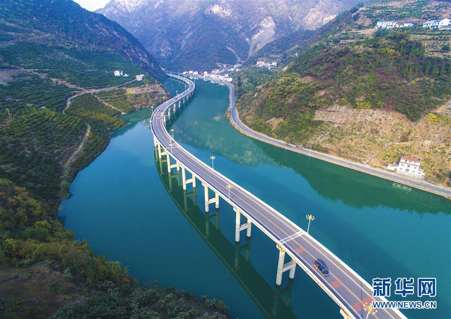 2016년 12월 18일 후베이(湖北)성 싱산(興山)현의 도로 [사진 출처: 신화망]