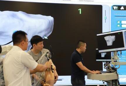 """解放军总医院海南医院用""""5G+机器人""""开展远程操控关节置换术"""