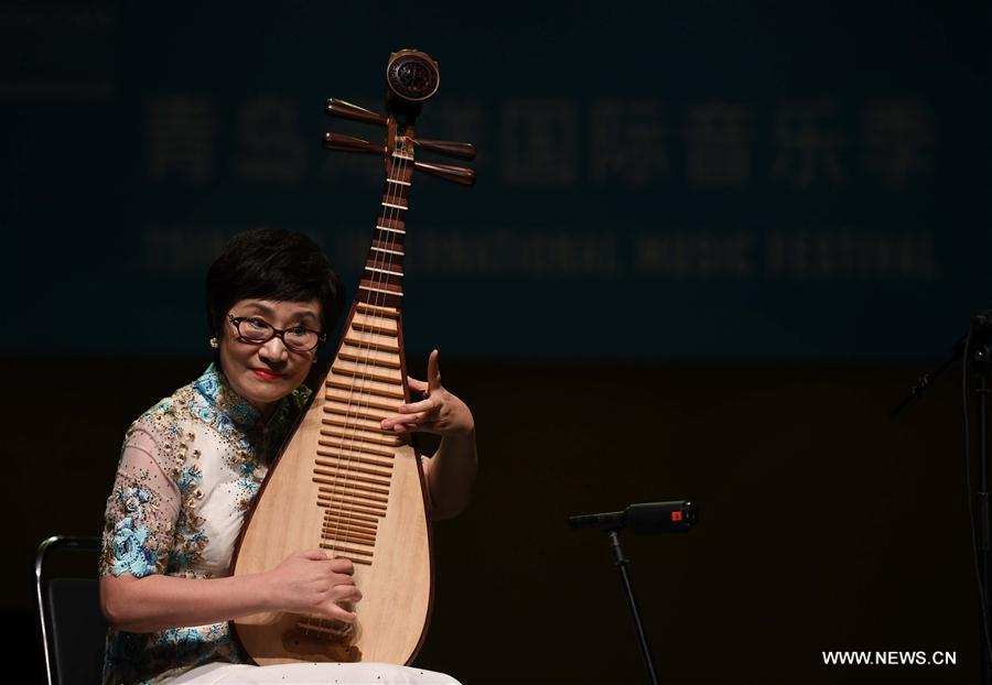 """<br/> Musician Wu Yuxia performs at a traditional Chinese music concert themed on """"Lofty Mountains and Flowing Water"""" held as a part of the first Tsingtao International Music Festival in Qingdao, east China's Shandong Province, Aug. 4, 2019. (Xinhua/Li Ziheng)"""
