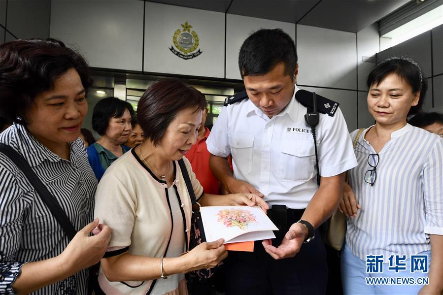 香港市民が警察支持の自発的集会