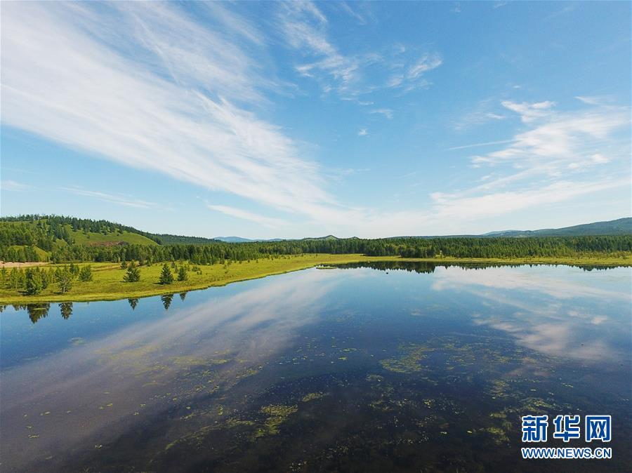 <br/>  这是阿尔山国家森林公园景区内的杜鹃湖(8月14日无人机拍摄)。 八月中旬的阿尔山国家森林公园郁郁葱葱,水光山色,景色宜人。