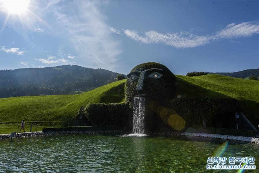 1995년 스와로브스키회사 창립 100주년에 즈음하여 세워진, 크리스털 전시를 주제로 한 스와로브스키 크리스털의 세계는 오스트리아에서 가장 환영받는 관광명소 중 하나다. [촬영/ 신화사 기자 궈천(郭晨)]<br/>