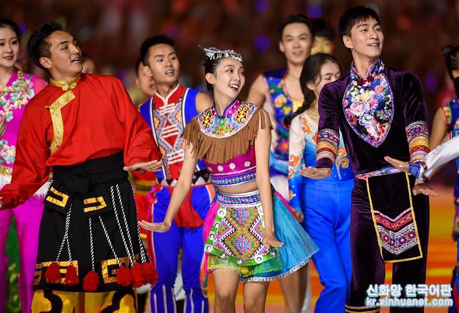 제11회 전국 소수민족 전통 스포츠대회 폐막식이 허난(河南)성 정저우(鄭州)시에서 개최되었다. [촬영/ 신화사 기자 리안(李安)]<br/>