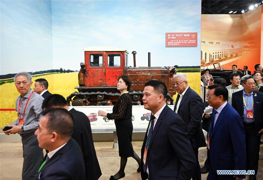 Oversea Chinese visit a grand exhibition of achievements in commemoration of the 70th anniversary of the founding of the People's Republic of China (PRC) at the Beijing Exhibition Center in Beijing, capital of China, Sept. 28, 2019. Some 2,000 oversea Chinese were invited to visit the exhibition on Saturday. (Xinhua/Chen Yehua)<br/>