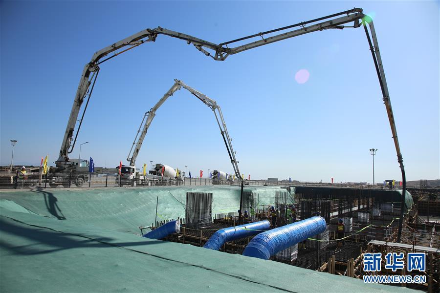 중국이 터키의 최대 직접투자 사업인 후누틀루(Hunutlu) 발전소를 지난달 22일 터키 남부 아다나주에서 공식 착공했다. 후누틀루 발전소 사업은 중국 &lsquo;일대일로&rsquo; 제창과 터키 &lsquo;중간 회랑(中間走廊)&rsquo; 계획이 협력하는 중요한 사업으로 총투자액이 17억 달러이다. 중국국가전력투자그룹회사 자회사인 상하이전력과 중항국제플랜트회사, 터키 현지 주주들이 공동 개발한다.<br/>