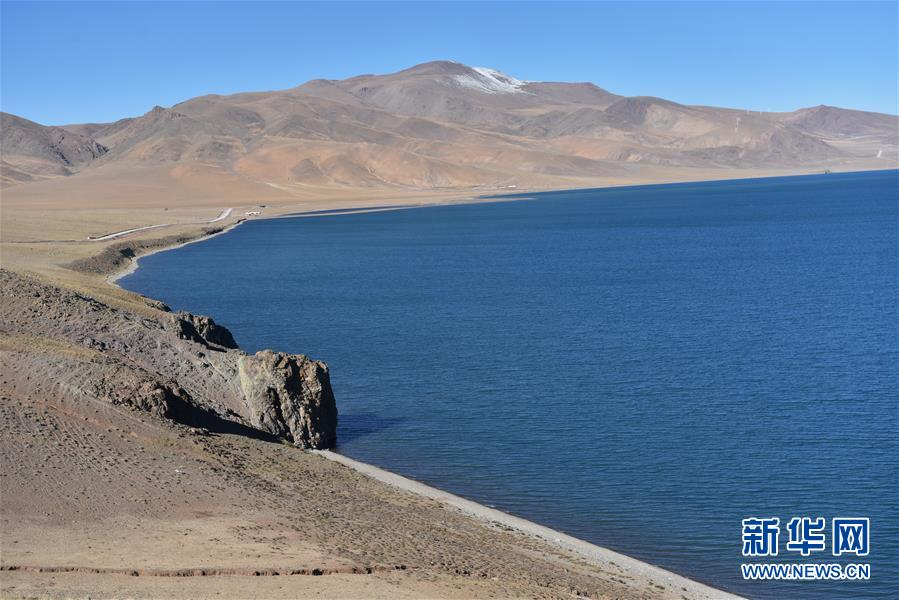 <br/>  西藏那曲市申扎县格仁错湖一角(10月12日摄)。 深秋时节的藏北,最低气温已降至零摄氏度以下,呈现出苍凉和壮美交织的独特景观。 新华社记者 周锦帅 摄