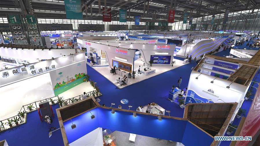 """People visit the 2019 China Marine Economy Expo in Shenzhen, south China's Guangdong Province, Oct. 15, 2019. The expo, under the theme of """"Sharing Blue Economy Opportunities, Building a Shared Future,"""" opened here on Tuesday. It has attracted more than 450 companies and institutions to participate and is expected to present China's achievements in the marine economy and the latest progress in the global marine industry. (Xinhua/Mao Siqian)<br/>"""