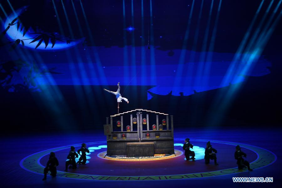 Chinese acrobats perform during the 17th China Wuqiao International Circus Festival in Cangzhou, north China's Hebei Peovince, Nov. 7, 2019. The 17th China Wuqiao International Circus Festival concluded here on Thursday. Founded in 1987, the biennial festival is regarded as China's longest-running international circus festival, while boasting a wide influence in the field of acrobatics. (Xinhua/Mu Yu)<br/>
