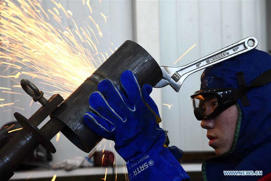 A participant competes in the welding contest at Weihai Vocational College in Weihai City, east China's Shandong Province, Nov. 11, 2019. The Shanghai Cooperation Organization (SCO) Countries Vocational Skills Contest kicked off here on Monday. Participants from 20 countries and regions will compete in 13 contest events such as mobile robots, welding, western food cooking and so on. (Xinhua/Guo Xulei)<br/>