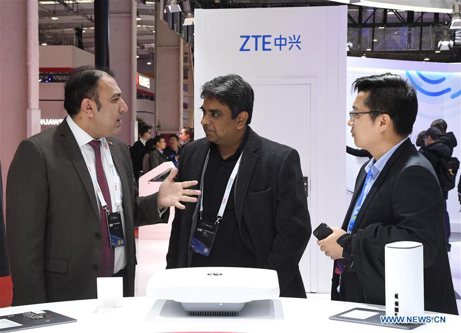"Exhibitors communicate during the 2019 World 5G Convention in Beijing, capital of China, Nov. 21, 2019. Themed ""5G changes the world, 5G creates the future,"" the 2019 World 5G Convention kicked off Thursday in Beijing. (Xinhua/Ren Chao)<br/>"