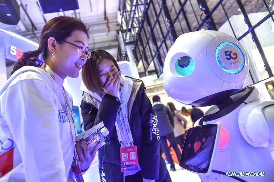 "Visitors watch a 5G robot during the 2019 World 5G Convention in Beijing, capital of China, Nov. 21, 2019. Themed ""5G changes the world, 5G creates the future,"" the 2019 World 5G Convention kicked off Thursday in Beijing. (Xinhua/Peng Ziyang)"