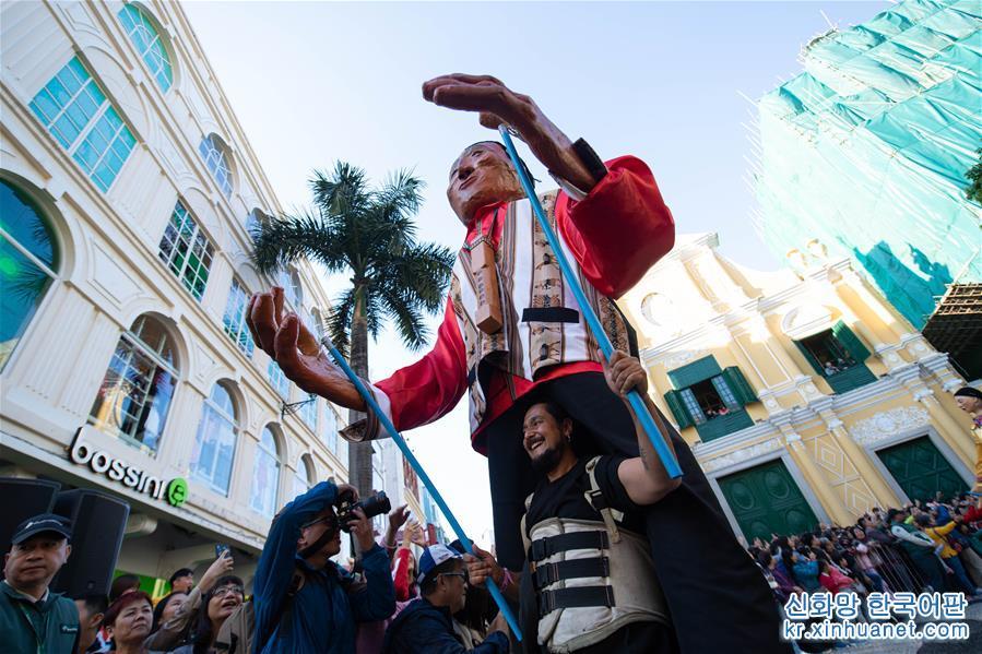 12월 8일, 마카오 조국 회귀 20주년을 경축하기 위한 &lsquo;2019 마카오 인터내셔널 퍼레이드&rsquo; 행사가 열렸다. [촬영/ 신화사 기자 장진자(張金加)]<br/>