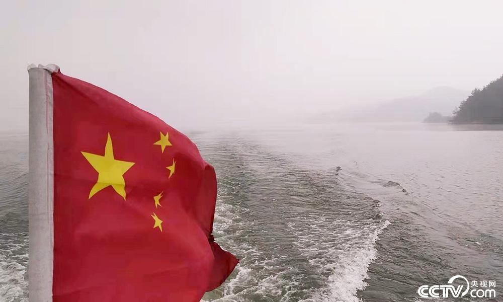 丹江口水库是亚洲第一大人工淡水湖,也是南水北调中线工程水源地。一场冬雪过后,湖面云雾缭绕。<br/>