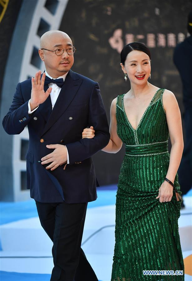 Actor Xu Zheng (L) and actress Tao Hong make their red carpet appearance during the closing ceremony of the 2nd Hainan International Film Festival in Sanya, south China's Hainan Province, Dec. 8, 2019. The 2nd Hainan International Film Festival concluded in Sanya on Sunday. (Xinhua/Guo Cheng)