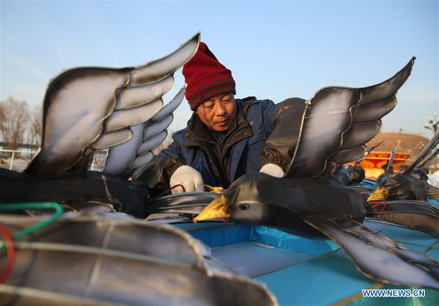 A worker makes a lantern in a flower expo park in Yinchuan, northwest China's Ningxia Hui Autonomous Region, Dec. 24, 2019. Workers make giant lanterns for the upcoming lantern festival which will be held from Dec. 31, 2019 to Feb. 9, 2020. (Xinhua/Jia Haocheng)<br/>