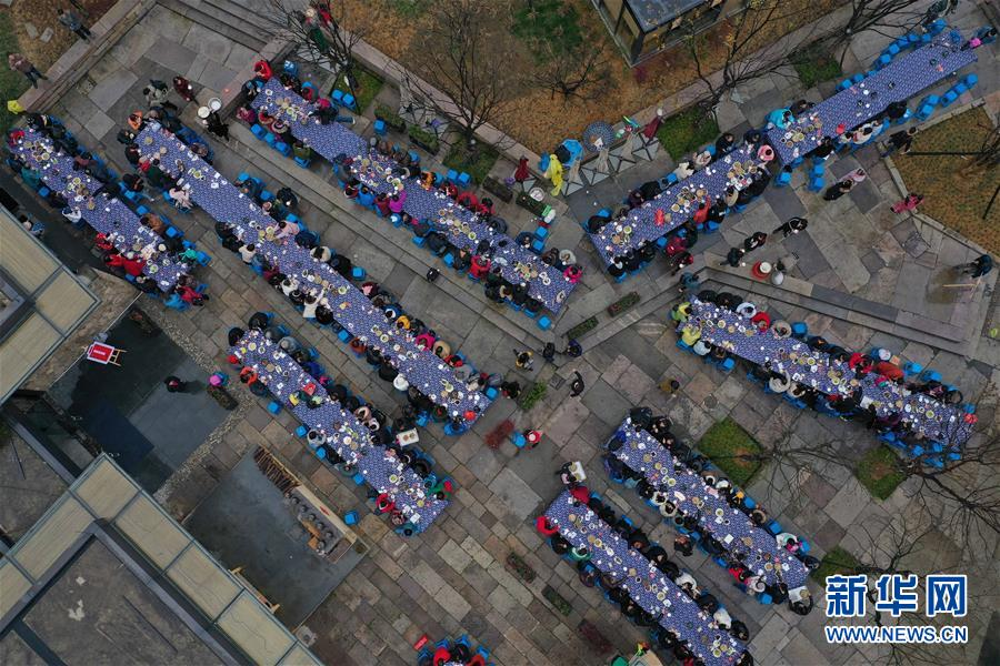 1월 4일 드론 촬영다주위안촌 긴 잔치상 연회 [1월 4일 드론 촬영/사진 출처: 신화망]<br/>
