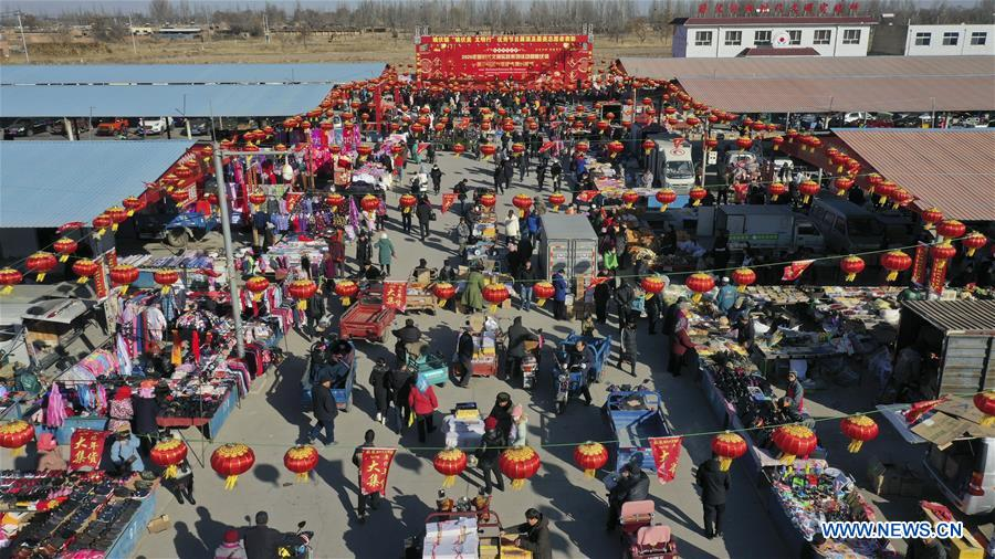Aerial photo taken on Jan. 19, 2020 shows people selecting goods at a Spring Festival market in Yaofu Township of Pingluo County, northwest China's Ningxia Hui Autonomous Region. According to the annals of Yaofu Township, the traditional Spring Festival market here has a history of 79 years. As the Chinese Lunar New Year is approaching, the rich traditional Spring Festival goods and cultural performances in the market attract many people to visit. (Xinhua/Yang Zhisen)