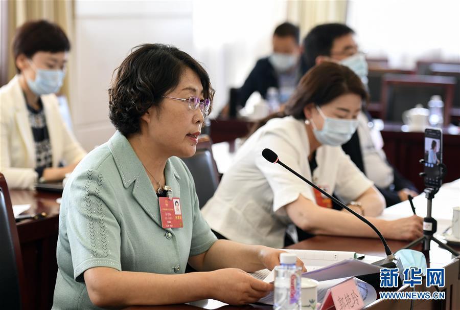 (两会·漫话图说)(1)全国人大代表郭艳玲:保护草原生态 促进畜牧业发展