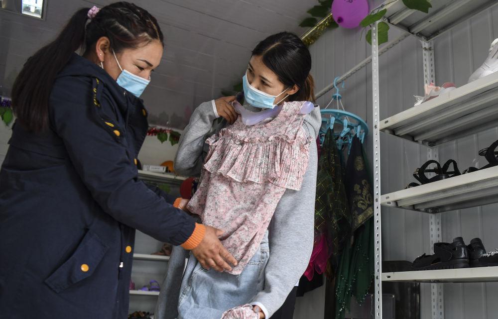 新疆:富民市场助贫困户就业增收