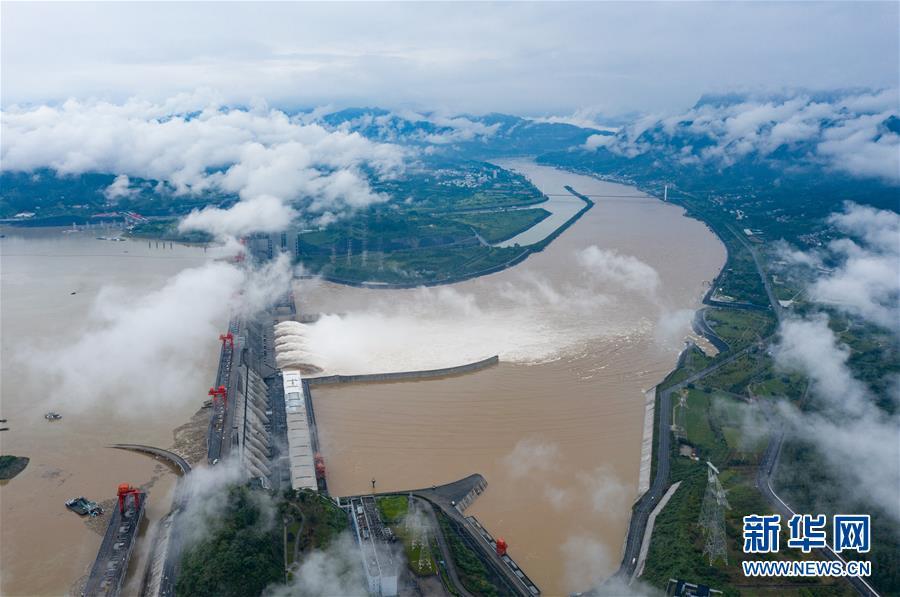 """《【天游app登录】""""长江2020年第2号洪水""""平稳通过三峡大坝》"""