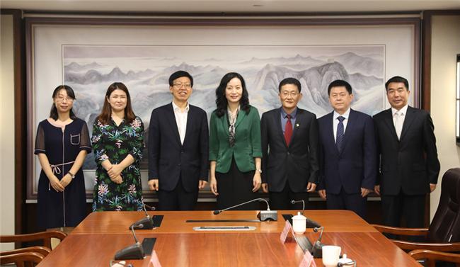 陈白薇与韩国驻青岛副总领事进行工作会谈