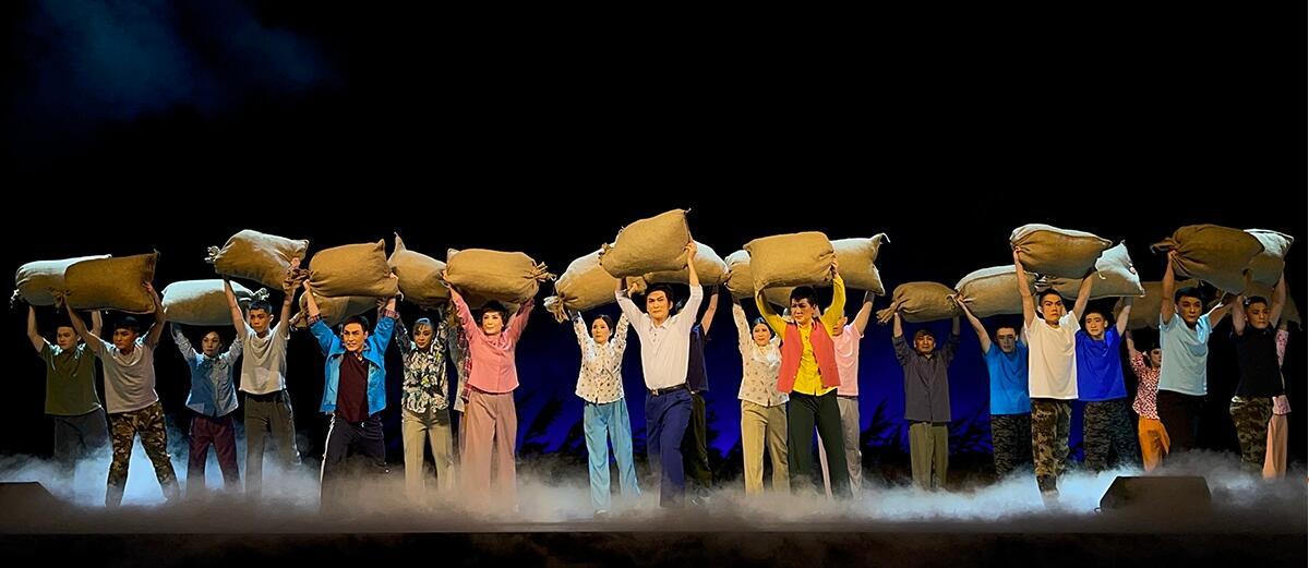 现代京剧《头雁》演出 致敬基层英雄谱写时代颂歌