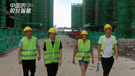 唐武琼在工地工作时的照片(受访者供图)