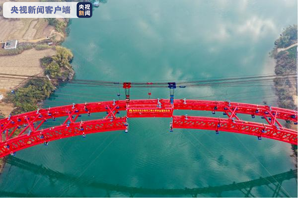 《【天游登陆】全长968.5米!世界最大跨径的公路钢管混凝土提篮拱桥顺利合龙》