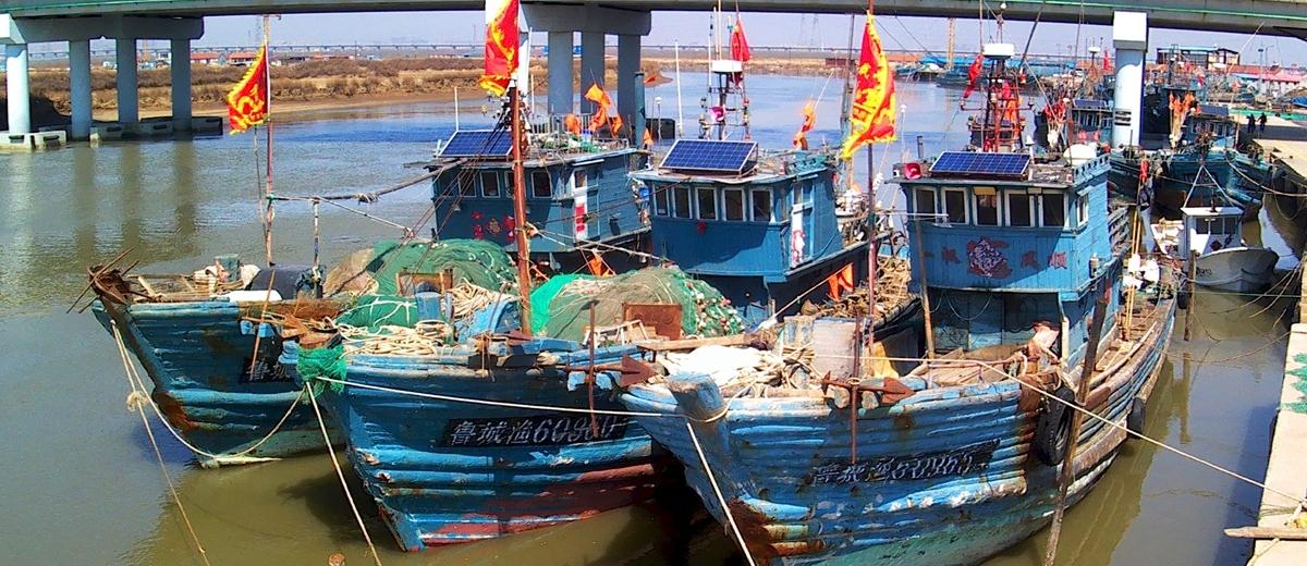 青岛:春渔汛期 渔民整装待发
