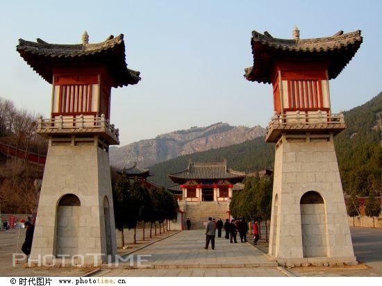 四门塔位于济南南部山区,地处柳埠