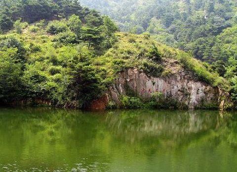 莲花山风景区位于莱芜市